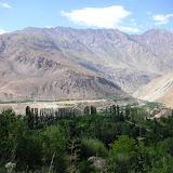 Jardin botanique, près de Khorog (à l'Ouest, à gauche) et vue vers le vallon de Sangou Dara (à l'Est). Pamir, Tadjikistan, 30 juillet 2007. Photo : F. Michel