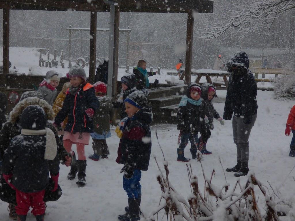 Spelen in de sneeuw - P1060667.JPG