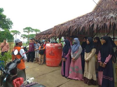 Rihlah Bersama Santri Saung Qur'an Al-Awwal Binaan Rumah Zakat Bekasi Pantai Tanjung Pakis Karawang