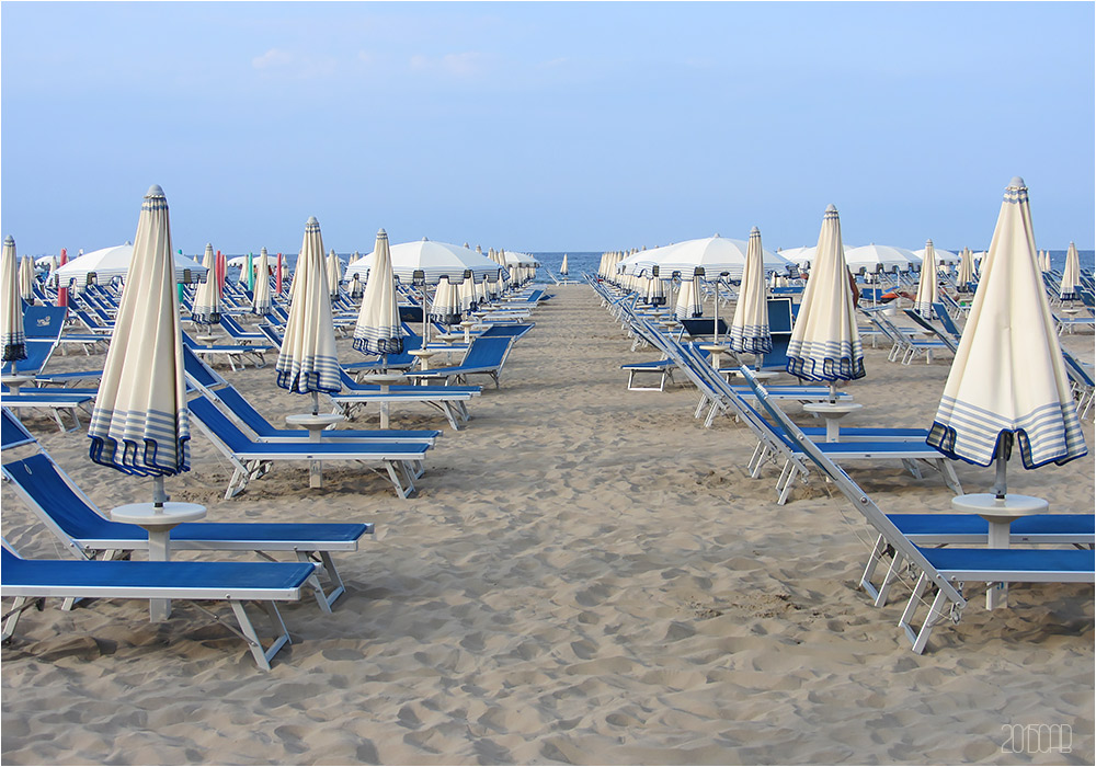 Testclod chaises longues et parasols de la station for Chaises longues de plage