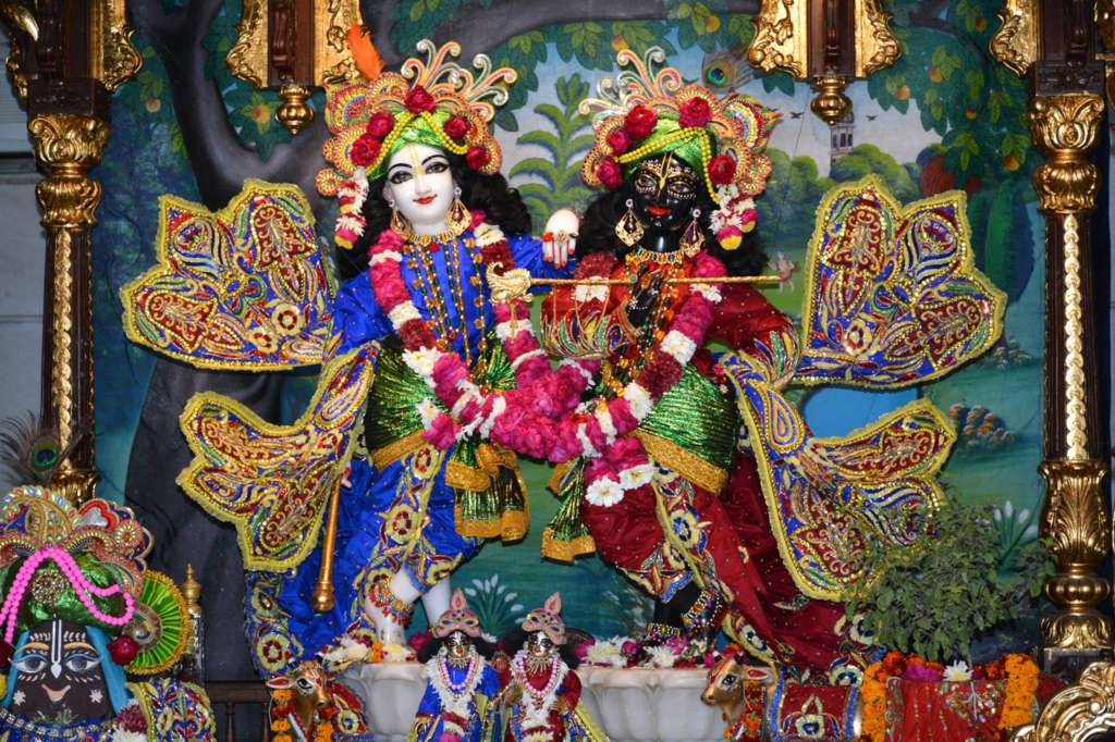 ISKCON Ujjain Deity Darshan 22 Dec 2015 (2)