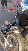 Alta Floresta – Motociclista invade preferencial e é atingido por caminhonete, uma pessoa ficou ferida