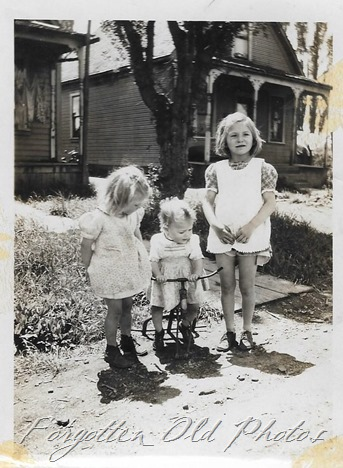 3 little girls Verndale ant