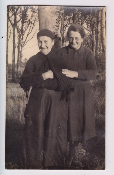 Mary Kerr and Lizzie Kerr 1930