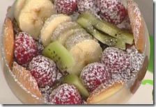 Dolce di frutta fresca alla crema