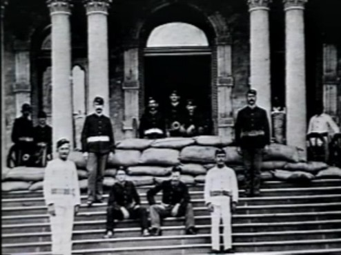 Cannon on the steps of Iolani palace[3]