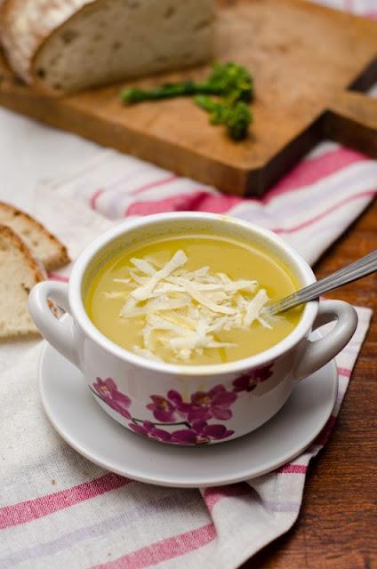 Supa crema de broccoli cu parmezan