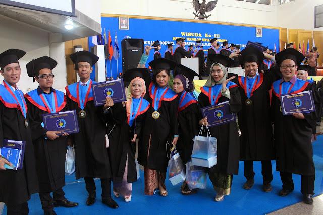 Wisuda Perdana MBisnis  - IMG_4689.JPG