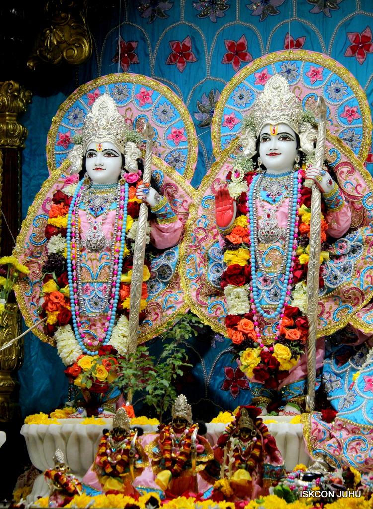 ISKCON Juhu Sringar Deity Darshan on 29th Dec 2016  (30)