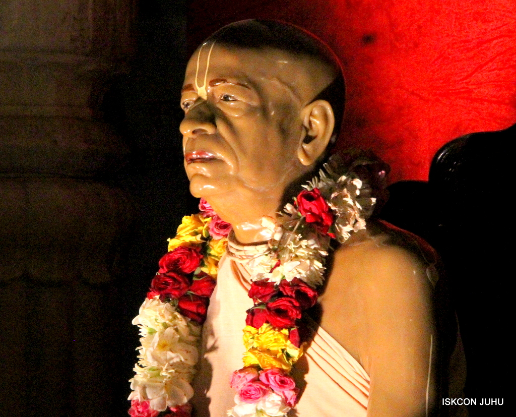 ISKCON Juhu Mangal Deity Darshan on 3rd Oct 2016 (38)