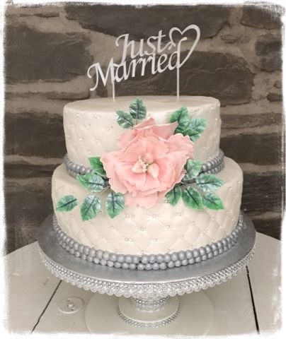 stort grattis till er båda Tant Hemmakär: Bröllopstårta stort grattis till er båda