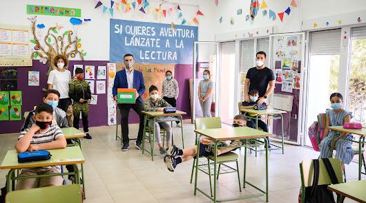 Los alumnos de La Chanca le cuentan al alcalde sus deseos tras la pandemia