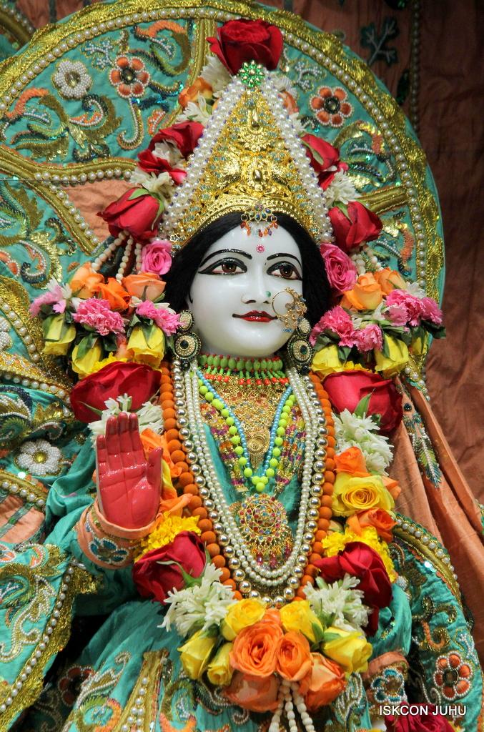 ISKCON Juhu Sringar Deity Darshan on 21st Oct 2016 (38)