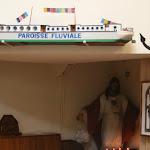 Bateau-chapelle Je sers : maquette de la paroisse fluviale