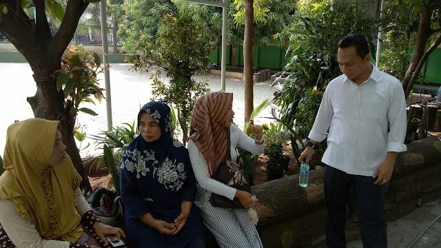 Galakan Program Sapu Lidi , Camat Bekasi Timur Kunjungi SD Margahayu XIX