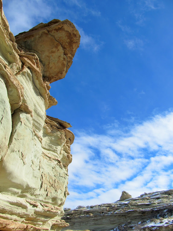 Large, thin rock overhanging the canyon