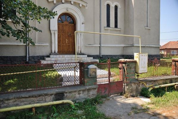 Gasleitung formt Bogen vor Kirche
