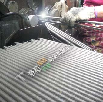 螺桿、活塞桿、滾珠螺桿的無心研磨加工