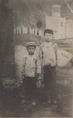 Справа Иван, слева Анатолий Фароновы (фото архива И.Г. Фаронова)