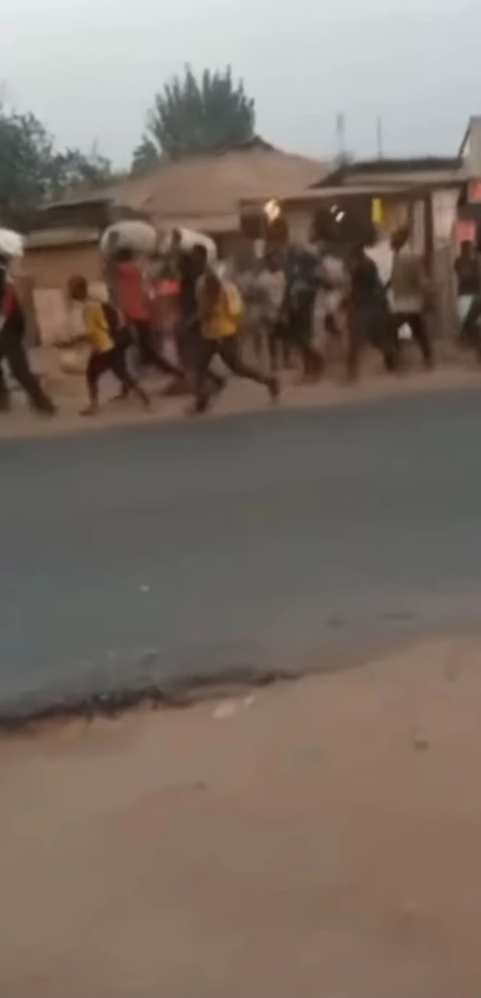 Northerners Leaving Oyo State On Foot After Clash With Yorubas (Watch Video)