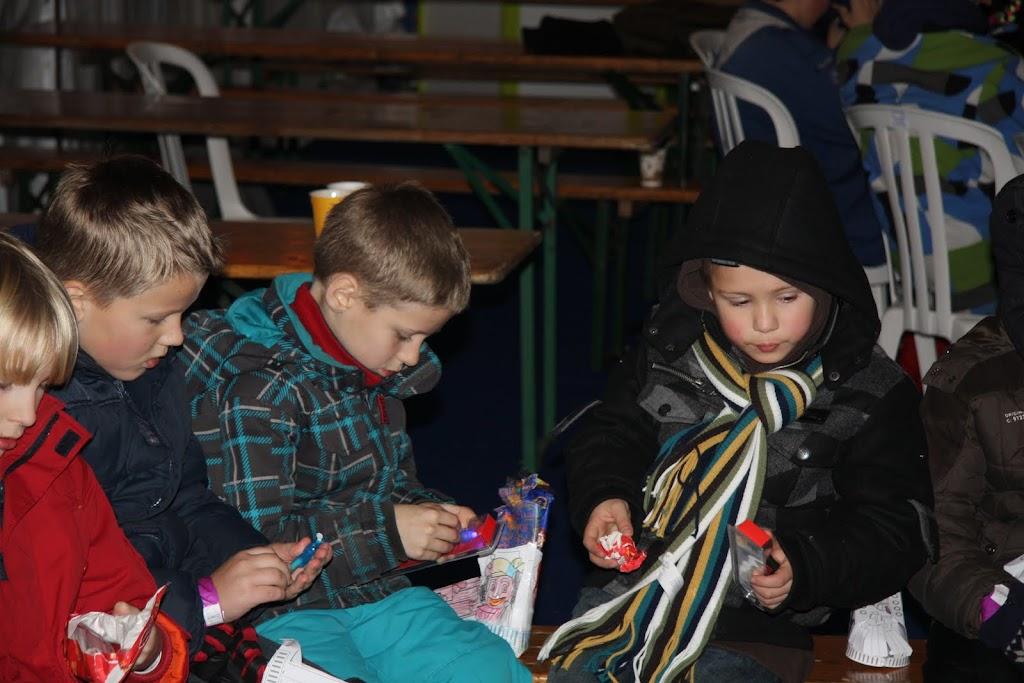 Sinterklaas bij de schaatsbaan - IMG_0426.JPG