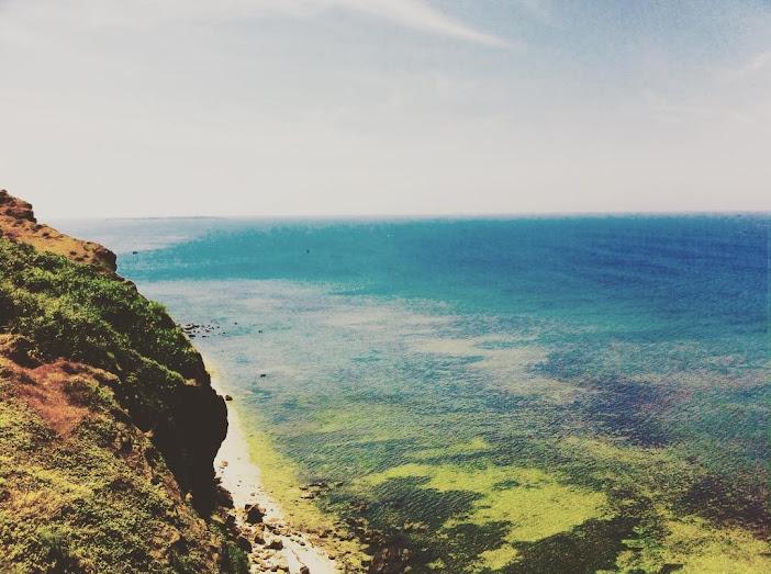 Du khách đến với Lý Sơn ngày càng nhiều để thưởng ngoạn những cảnh đẹp hút mắt.