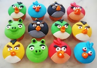 Angry Bird cupcakes and cakes from Aunty Yochana (there are lots more ...