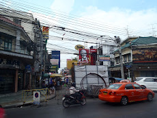 Khaosan Road- where all the backpackers hang out. Note the excellent electric works here! This is not uncommon
