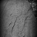 """Musée départemental de Préhistoire d'Île-de-France : menhir gravé de """"l'Ouche de Beauce"""" à Maisse (Essonne), milieu du IIIe millénaire"""