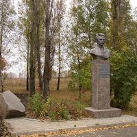6 Памятник Яворницькому 1.JPG
