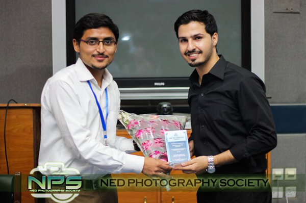 Pakistani ProBlogger Receiving Shield