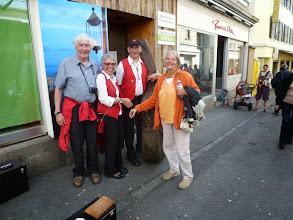 Photo: Wir treffen ehemalige Mitstreiter der GF,  Rosmarie und Hansruedi Weber ( r & l )