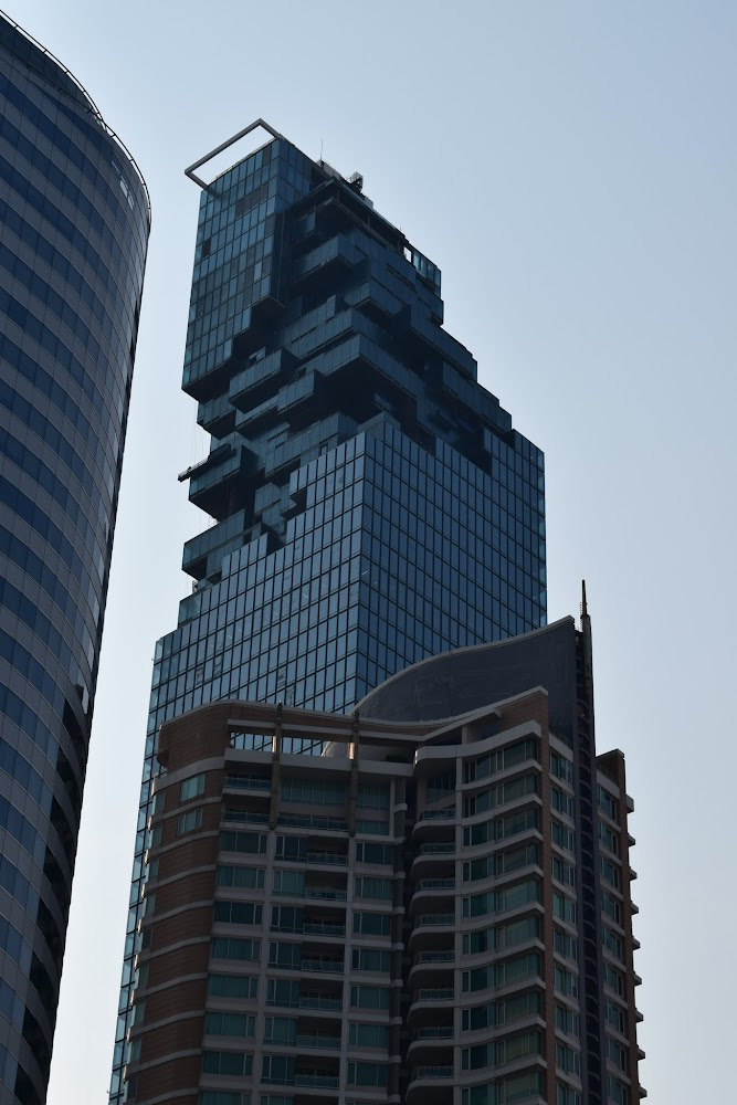 Up-close of the nearly-finished pixel building... otherwise known as MahaNakhon Tower.