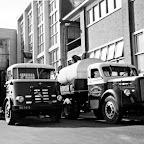 1960 ongeveer_tankwagens-collega