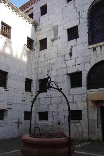 La cour intérieure de la prison attenante au palais des Doges.