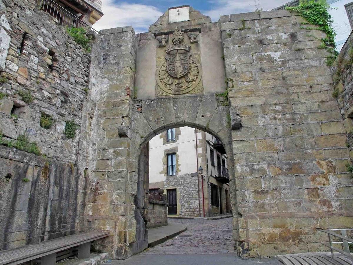 7.- Tramo Hondarribia-Donostia para EuskadienBTT Puerta_santa_maria_hondarribia_fuenterrabia
