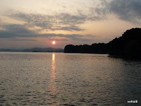2009/8/19の夕日です。霞がかかったような夕日でした。