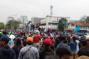 Demo Omnibus Law di Istana Ricuh, Polisi Lepaskan Gas Air Mata