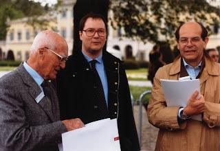 Carlo Otto Brambilla (al centro) con Carlo Felice Bianchi Anderloni (a sinistra) e Lorenzo Ramaciotti (a destra) a Villa d'Este nella primavera del 2000.
