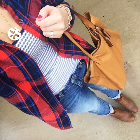 how to wear flannel, boyfriend jeans, monogram necklace