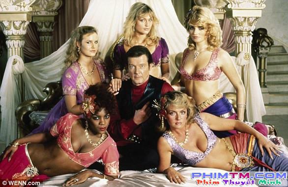 Roger Moore - Tạm biệt chàng điệp viên hào hoa nhất trong các thế hệ James Bond - Ảnh 2.