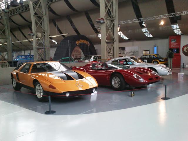 Gran colección de coches deportivos