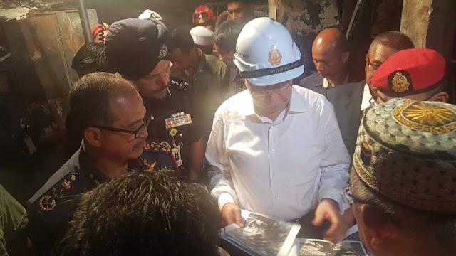 #TragediTahfiz Yang di-Pertuan Agong, PM @NajibRazak tinjau pusat tahfiz yang terbakar, malam ini