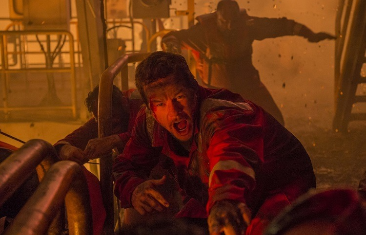 mark wahlberg in DEEPWATER HORIZON_