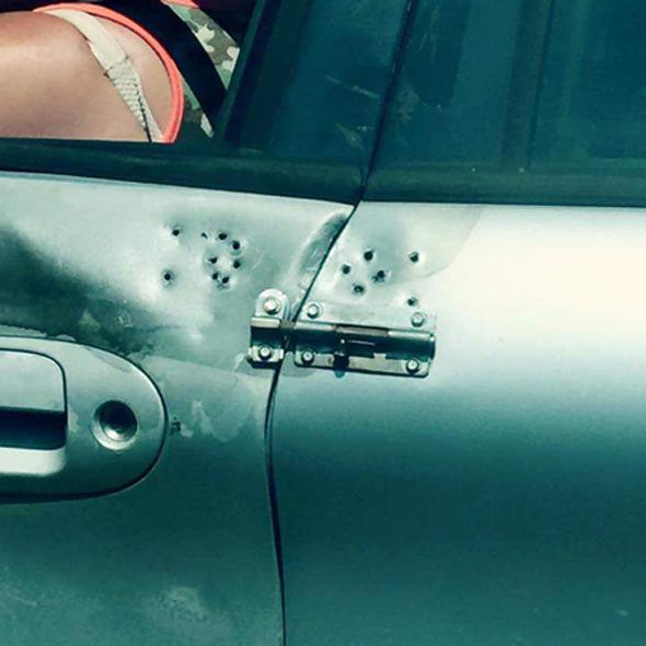 Puerta de coche con balde