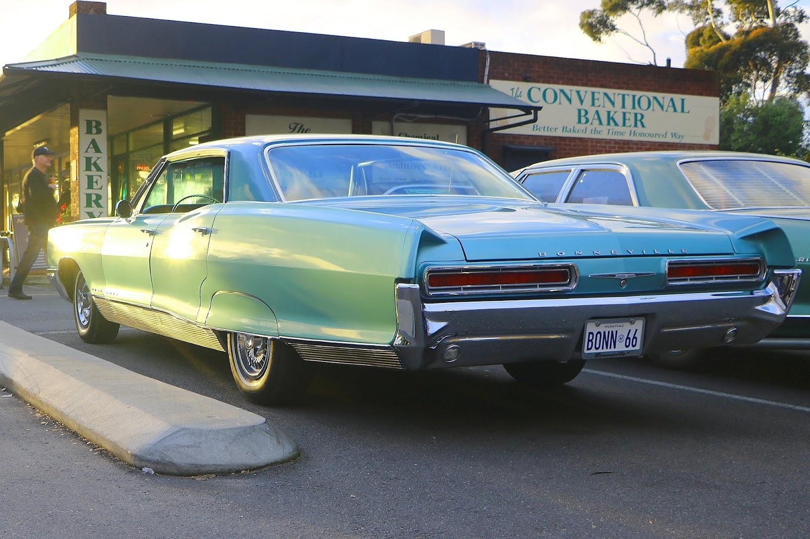 1966 Pontiac Bonneville.jpg