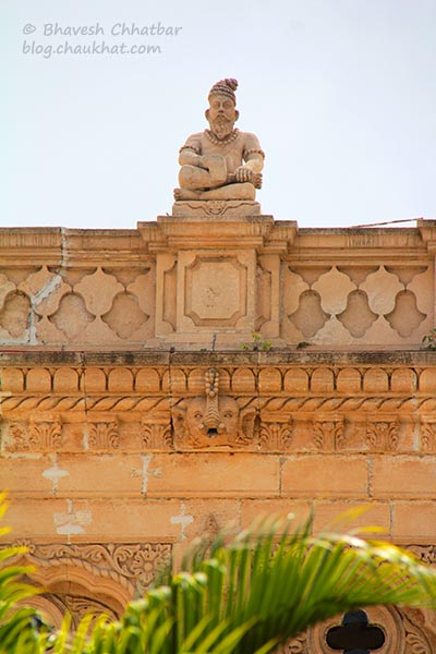 One of the statues of a saint or Shivji on the terrace wall of Shinde Chhatri