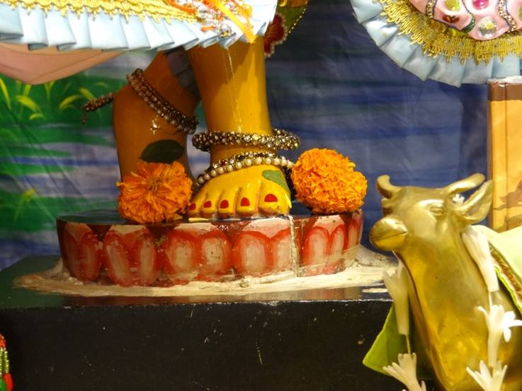 ISKCON Nigdi Deity Darshan 17 Dec 2015 (16)