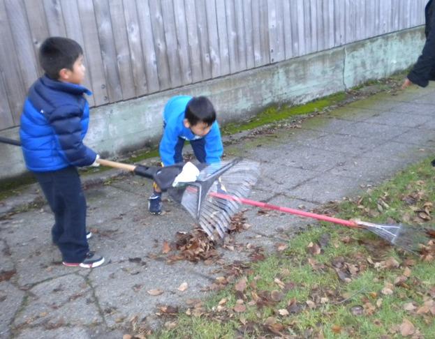 Sunday School - Clean Up Day! - Clean%2BUp%2BDay%2B--%2BDec.%2B19%252C%2B2010%2B026.jpg