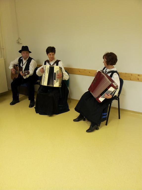 Folklorna skupina Kolovrat 20120209_173456